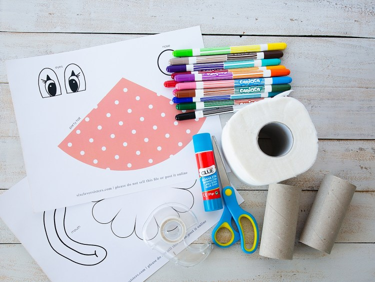 Toilet Paper Clown Kids Craft | Clown Crafts for Kids | Clown Crafts Preschool | Toilet Paper Crafts for Kids | Clown craft that you make on a full roll of toilet paper has free printables on the Six Clever Sisters blog!