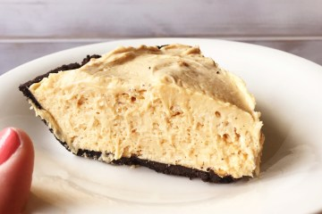 Peanut Butter Pie | Dessert | PB Dessert | Easy Recipe | Easy Desserts | Cold Dessert | Summer | Easy Dessert Recipe | Quick Desserts | Chocolate Peanut Butter | Chocolate | Pie | Food | Six Clever Sisters