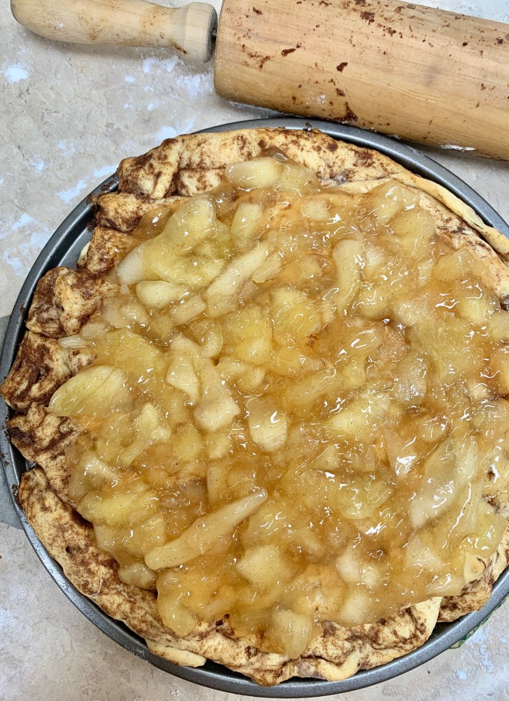 Dessert Pizza | Dessert Recipes Easy | Apple Pie | 2 Ingredient | Easy Dessert Recipes Quick | Apple Pie Pizza | Brunch Recipes | Apple Dessert | Cinnamon Rolls Easy | Six Clever Sisters