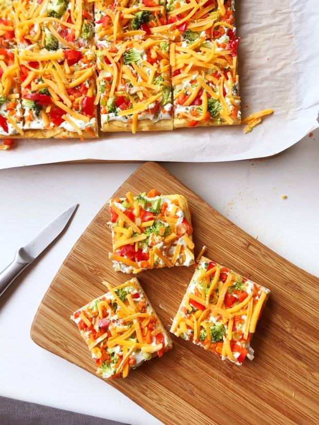 Veggie Pizza | Vegetable | Pizza | Appetizer | Healthy Snack | Easy Dinner | Easy Recipe | Baby Shower | Party Food | Fresh Food | Crescent Rolls | Summer Dinner | Six Clever Sisters