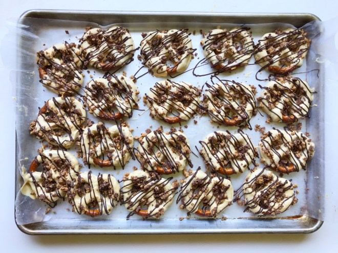Reese's Pretzels | Peanut Butter | Peanut Butter Pretzels | Peanut Butter Dessert | Chocolate Pretzels | Reese's Dessert | Pretzels | White Chocolate | Easy Dessert | Easy Snack | Snack for Kids | Peanut Butter Cup | Quick Dessert | Easy Recipe | Six Clever Sisters