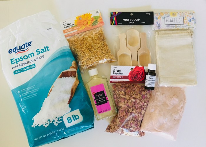 Bath Tea Recipe | Bath Tea DIY | Bath Tea Soak | Bath Tea | Bath Tea Bags | Bath Tea Recipe | Bath Tea Bags DIY | Bath Teas DIY | Bath Soak Recipe | Bath Soak DIY | Bath Soak | Try this easy to make bath tea that is comforting and way to relax and chill! It's a fun thing to make and perfect for gifting! #bath #diy #craft #recipe #relax #gifts #giftideas