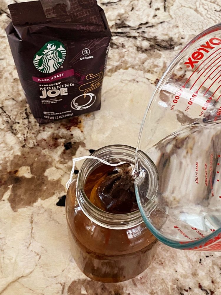 Cold Brew | Cold Brew Coffee | Cold Brew Coffee Recipe | Cold Brew At Home | Best Cold Brew Coffee to Make | Cold Brew Coffee Recipe How to Make | Learn the easiest way to make cold brew coffee at home with no extra kitchen appliances or special gadgets. This is super simple, inexpensive and a frugal way to have cold brew at home! #coffee #recipe #recipeoftheday #coldbrew #drinks #coffeeaddict