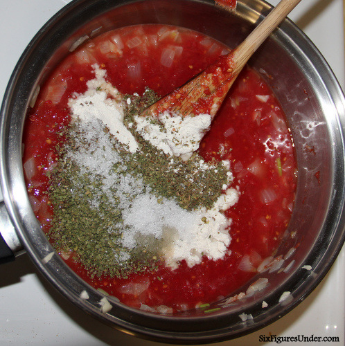 Easy homemade spaghetti sauce with canned tomato