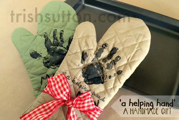 Helping hand oven mitt-- Easy handmade gift idea