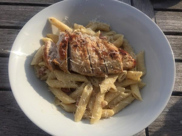 bbq-kip-met-romige-pasta
