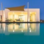 Traumhaus mit Pool in Abendlicht