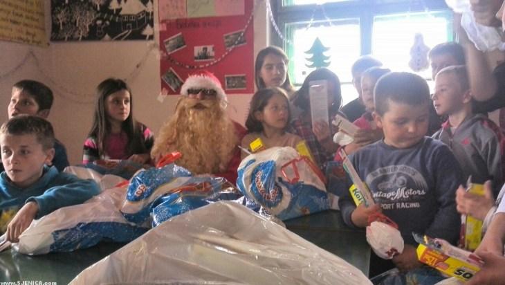 Deda Mraz u Ursulama deli poklone - Decembar 2015 - Sjenica