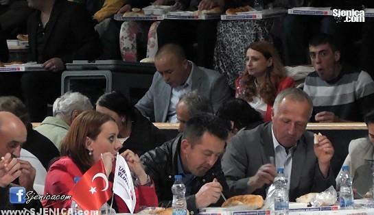Kolektivni iftar u Sjenici 24.06.2015.