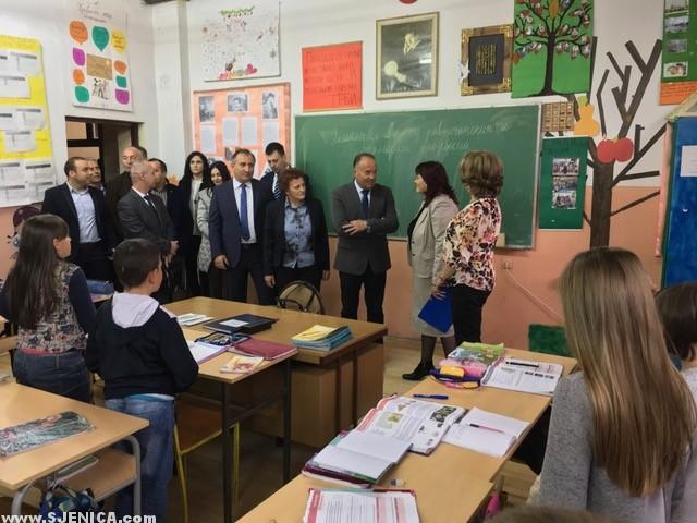 Ministar Mladen Sarcevic u poseti osnovoj skoli Svetozar markovic u Sjenici - April 2017 - Sjenica