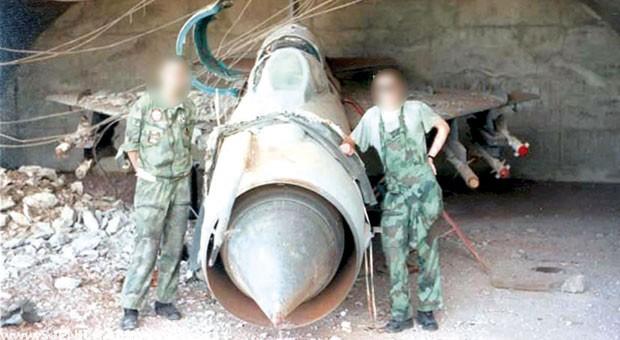 Propali Hangar aerodrom i borbeni avion dubinje sjenica