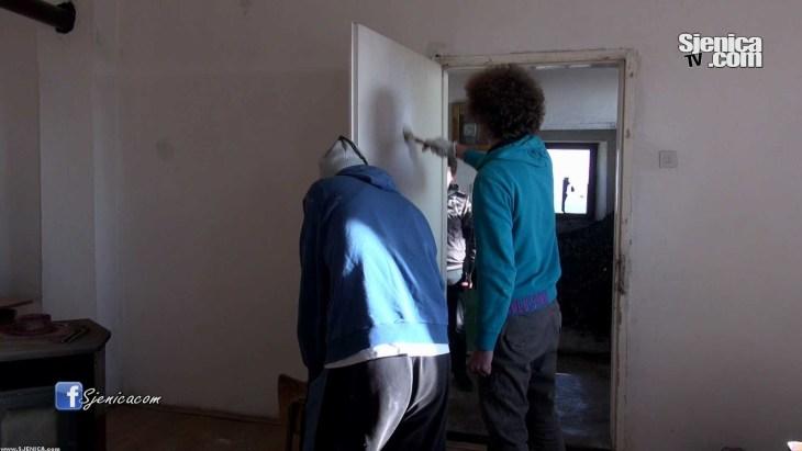 Volonteri za obnovu skole u selu Dunisice - Decembar 2015. .mp4