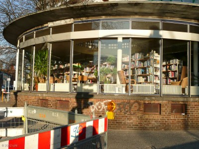 I spent a lovely afternoon here; I simply sat and read several kids' books about whales. : ) The next day it closed down for cleaning. Fortunately, there are many libraries in Berlin.