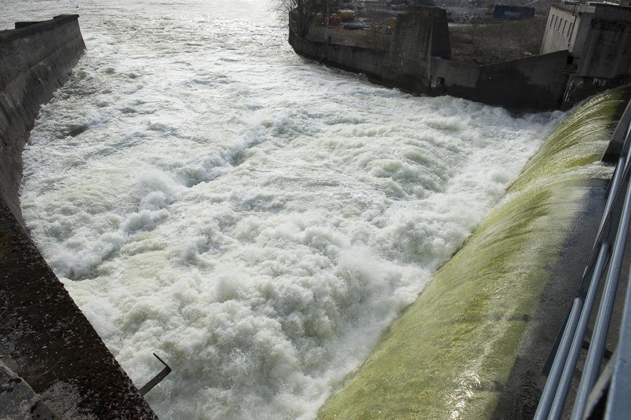 Vann over overløp