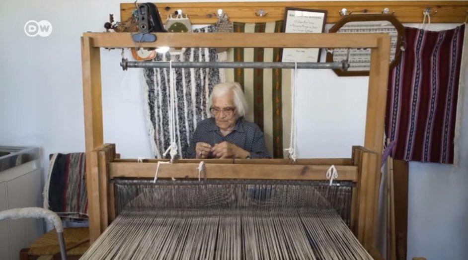 Το μυστικό μακροζωίας στην Ικαρία εξηγεί η γιαγιά Ιωάννα 109 ετών (vid)