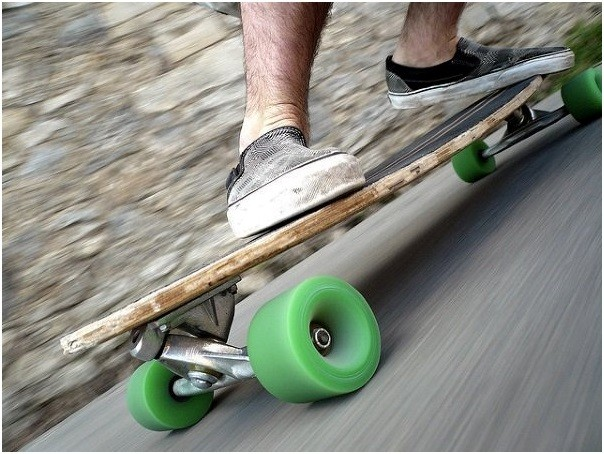 stance and balance is one of the main differences between the skateboard and snowboard