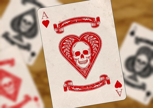 Herz Ass mit Totenkopf