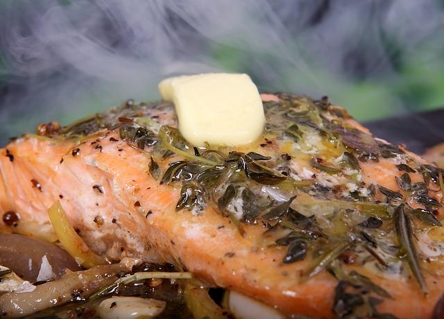 Leckerer Fisch mit einer Spur Butter oben auf