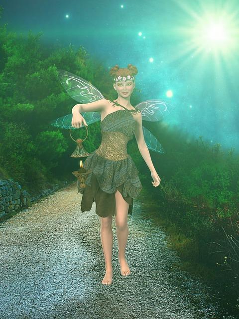 Waldfee mit Flügeln vor einem Wald