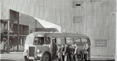Bus collecting miners at Argyll Colliery