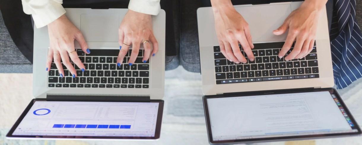 affiliate-marketing-working-on-laptop