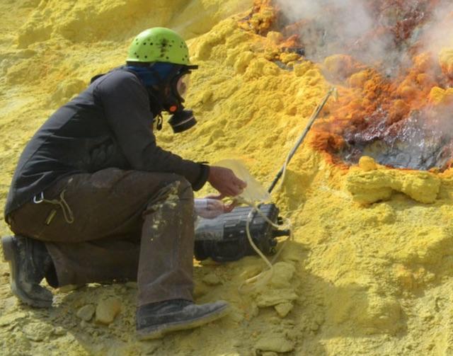 gas sampling volcanoes