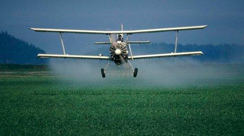biplane-pesticide-field