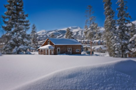 Original mining cabins can be spotted all over Breckenridge. | Photo: Jeff Andrew/Breckenridge Ski Resort