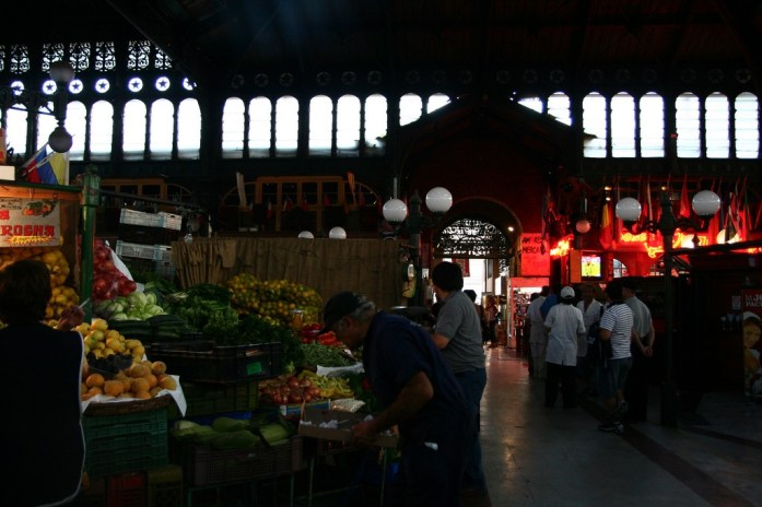 Culinary tours are available at Santiago's markets. | Photo: Sol Robayo/Flickr