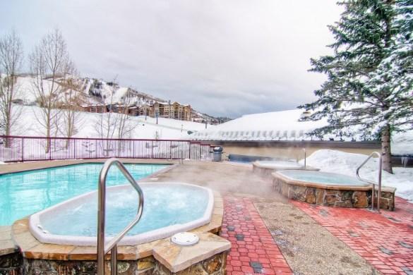 Torian Plum Outdoor Pool & Hot Tubs (1)