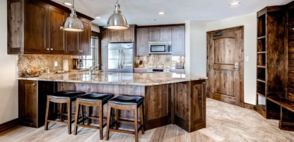 Full kitchens, like those in Beaver Creek's Borders Lodge condos, provide chefs du cuisine with all the tools they need to whip up culinary creations. | Photo: Wyndham Vacation Rentals