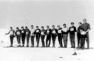 Participants ski SCC