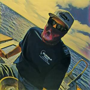 "#vcgurlz.fishn Staff ""Blake B."" Styling ""Red Skulls"" on The Bluefin Hunt!  Veter…"