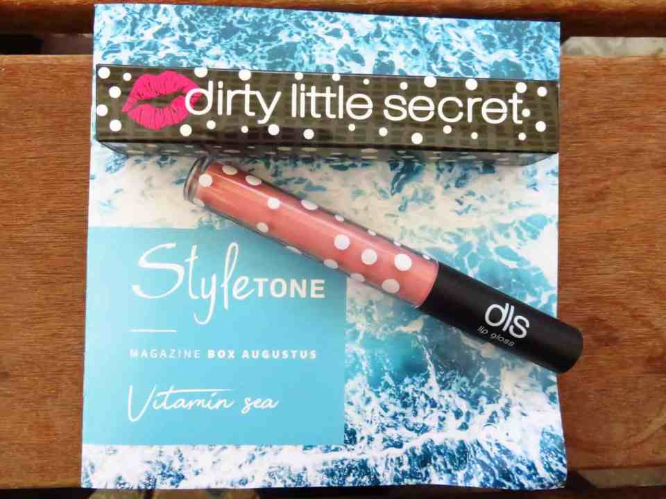 Dirty little secret lipgloss in de kleur Bare. Een roze achtige tint.