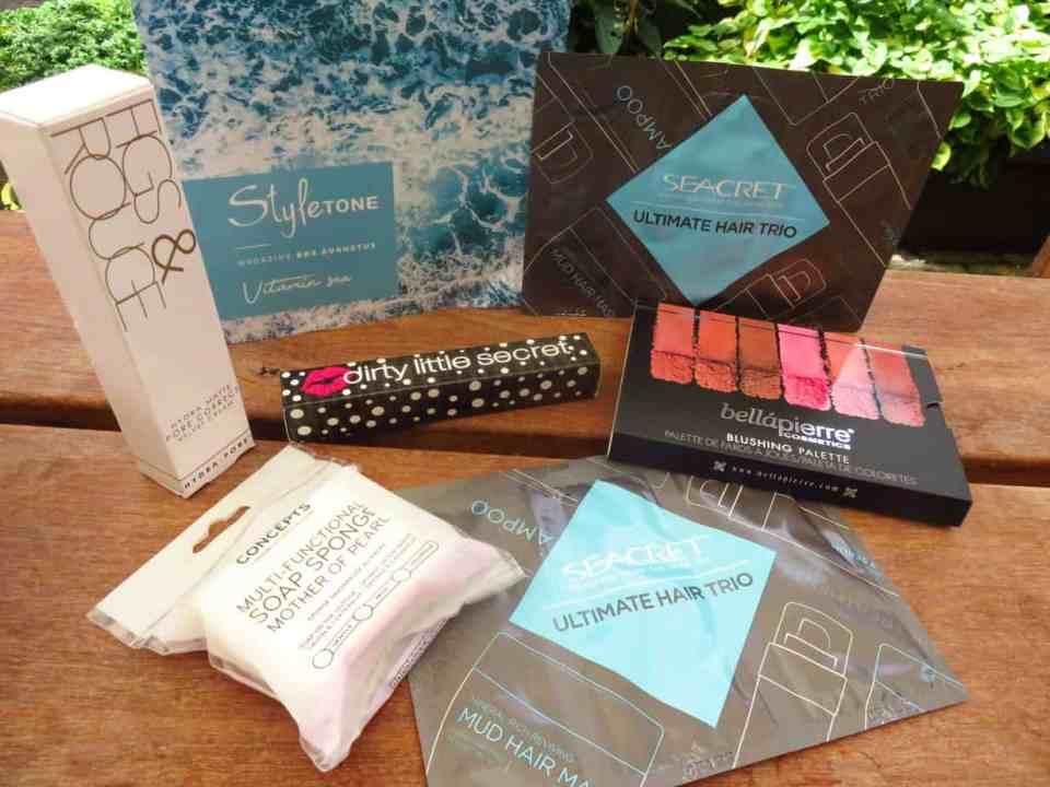 Styletonebox Augustus. Het bevat 6 fullsize producten. In de categorieën make-up, haarproducten en verzorging.