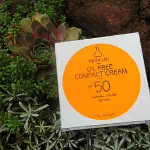 Youth lab compact cream foundation