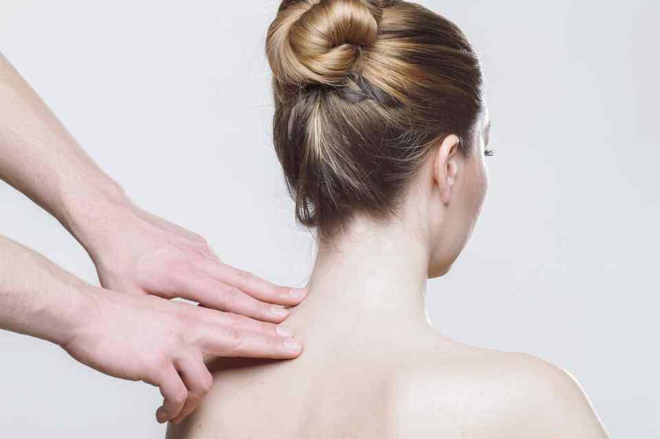 Schouder, nek, rug klachten en hoofdpijn zijn vele gevolgen van stress