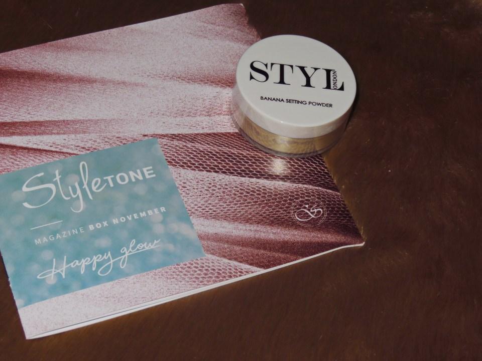 In de styletonebox van november zat ook een geweldig make-up product, namelijk de banana setting powder van Stylonden.