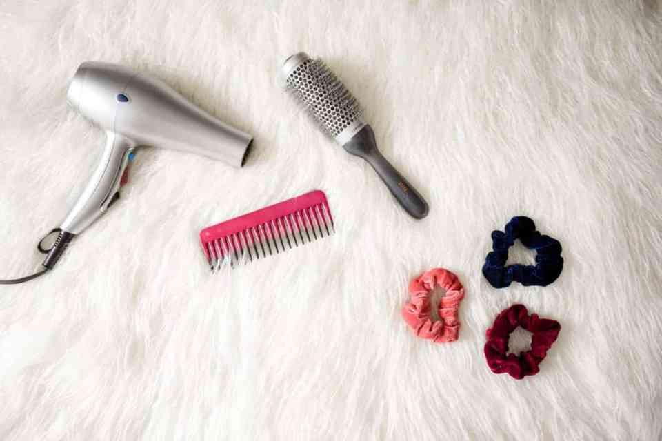 Styling tools om het haar te stylen en krullen te maken met de föhn