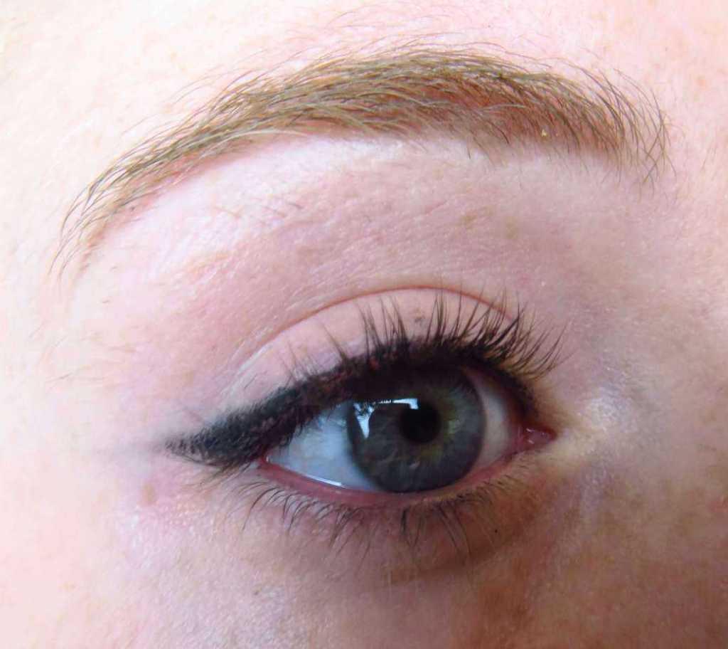 Essence oogpotlood als eyeliner