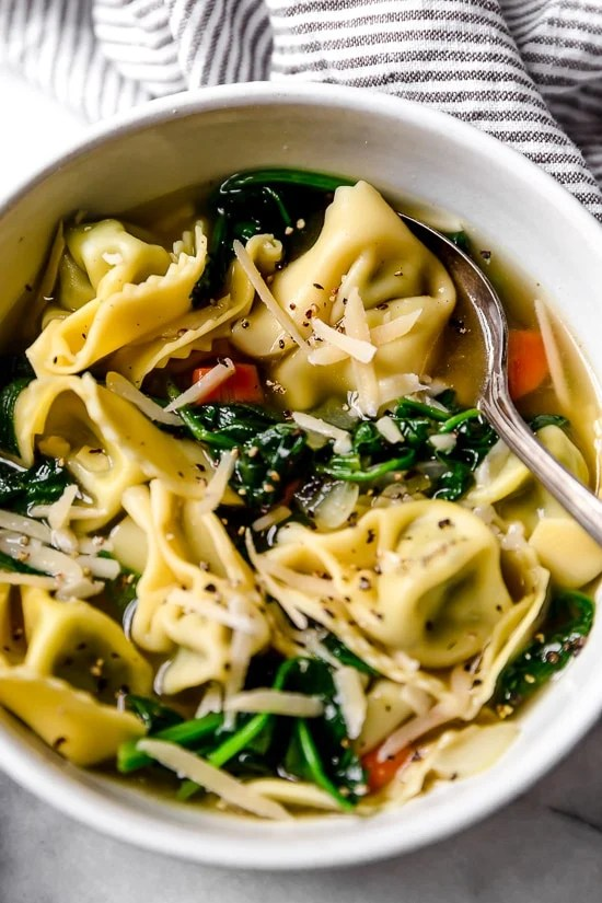 Spinach Tortellini en Brodo (in broth) is an Italian soup made with spinach and cheese tortellini and vegetables in a light broth.