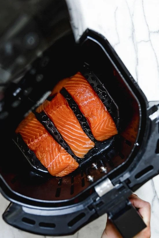 Air Fryer Salmon Recipe make in the Skinnytaste by Vremi Air Fryer