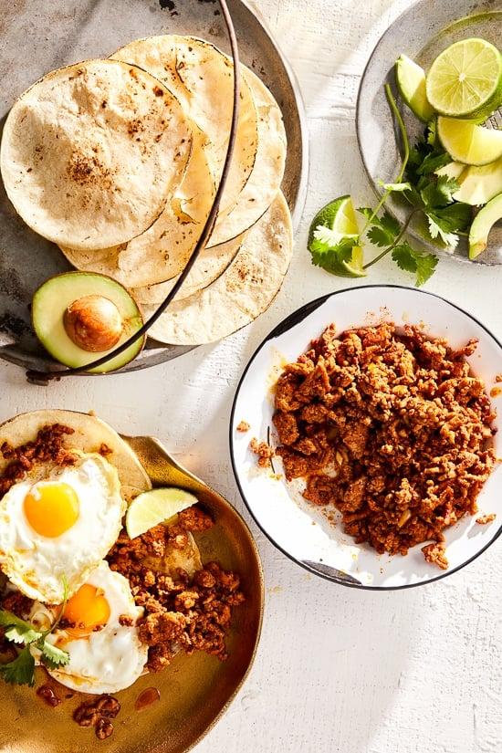 ¡Una versión más ligera del chorizo mexicano hecho con pavo molido y una mezcla de especias ahumadas, perfecto para agregar a los huevos, tacos y más!