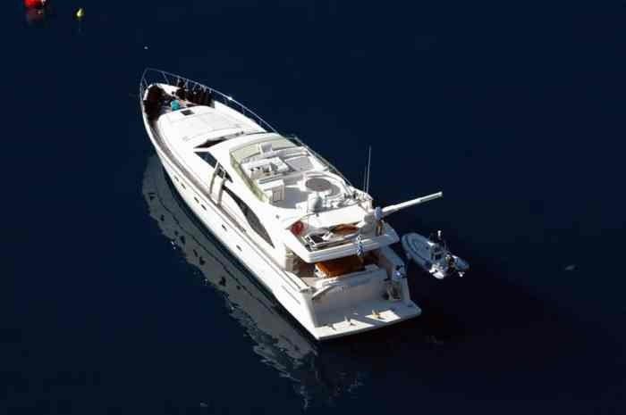 feretti-680-charter-croatia-rental