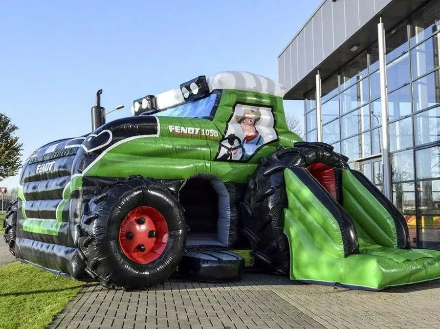 Springkussen Tractor met glijbaan (overdekt)