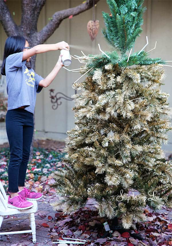Have The Most Beautiful Christmas Tree With This DIY Gold