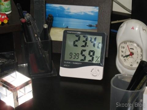 Relógio Digital LCD com Termômetro e Higrômetro