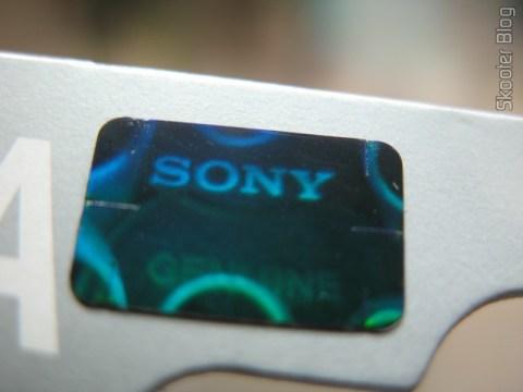 Selo holográfico nas pilhas originais da Sony