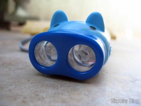 Porquinho de Dínamo da DealExtreme: Lentes na frente dos LEDs para espalhar a luz