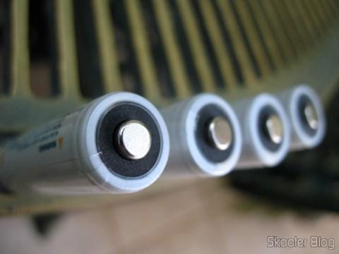Detalhe do polo positivo das pilhas GS Yuasa NiMH 2000mAh